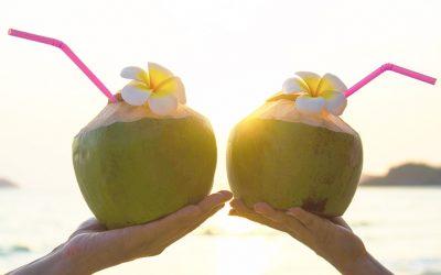 10 benefícios da água de coco para sua saúde no verão